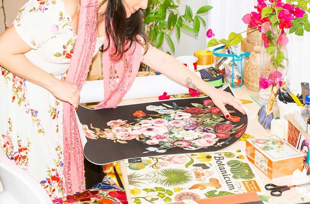 Colagista carioca Jô Asfora expõe artes botânicas no Fashion Mall